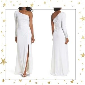 Vince Camuto White One-Sleeve evening dress (C6)
